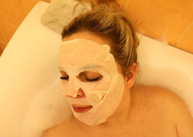 razvajanje in sproščanje maska za obraz